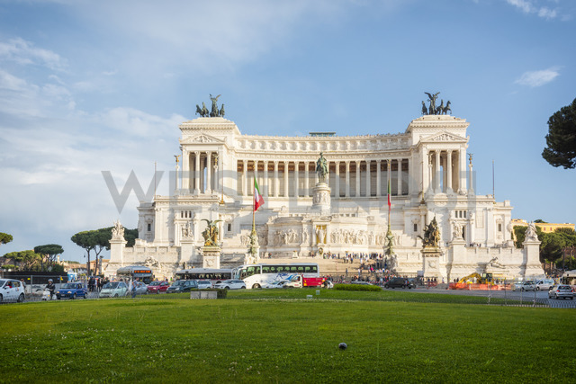 Italy, Rome, view to Monumento a Vittorio Emanuele II - CSTF01600