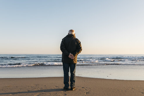 Senior man looking at the sea, rear view - JRFF01518