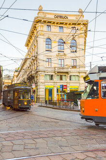 Italy, Milan, historical and modern tramways crossing at Piazza Cordusio - CST01611