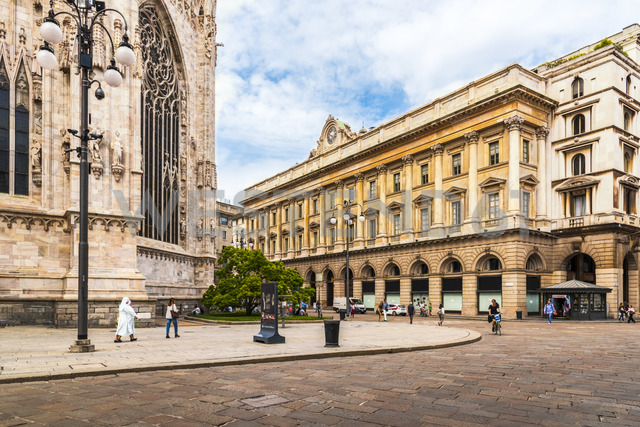 Italy, Milan, view to Piazza del Duomo with part of Milan Cathedral - CSTF01614