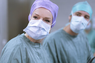 Neurosurgeons in scrubs during an operation - MWEF00181