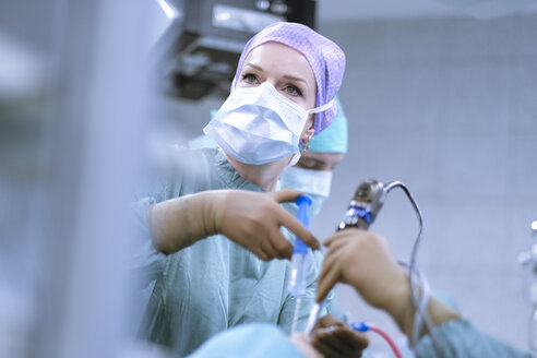 Neurosurgeon in scrubs during an operation - MWEF00196