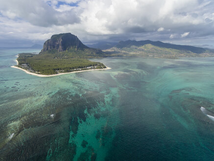 Mauritius, Southwest Coast, view to Indian Ocean, Le Morne with Le Morne Brabant, natural phenomenon, underwater waterfall - FOF09701