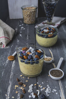 Pudding Oats, custard, spelt flakes, blueberry, almond, chia seeds, coconut flakes, pumpkin seeds and cinnamon - ODF01583