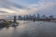 USA, New York City, Manhattan, Brooklyn, cityscape with Brooklyn Bridge - RPSF00167