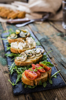 Bruschetta and various ingredients - GIOF03781
