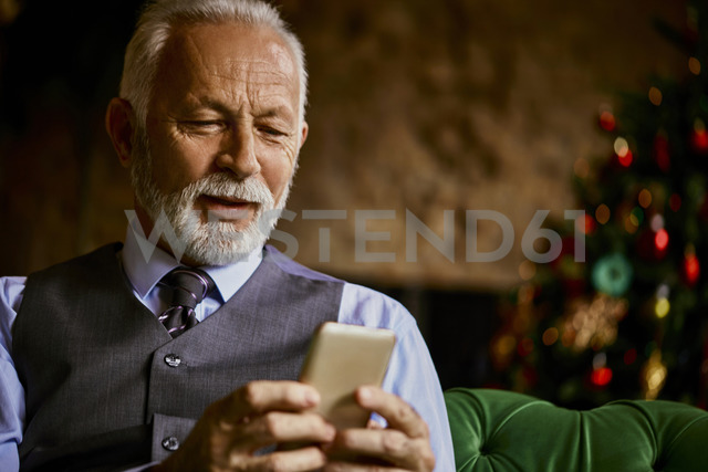 Elegant senior man using cell phone - ZEDF01129