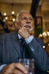 Portrait of elegant senior man in a bar with tumbler - ZEDF01171