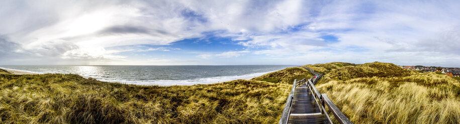 Germany, Schleswig-Holstein, Sylt, Wenningstedt, wooden boardwalk - PUF01139
