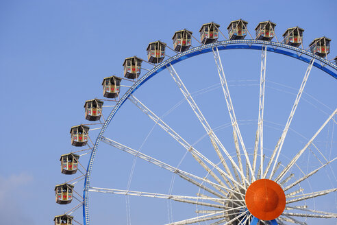 Germany, Munich, ferris wheel at the Oktoberfest - SIEF07671