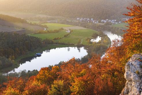 Germany, Bavaria, Lower Bavaria, Altmuehl Valley, near Riedenburg, Altmuehl river, Swimming lake St. Agatha in the evening - SIEF07682