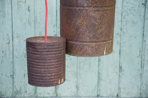 Upcycling of old tin cans, lamps - GISF00294