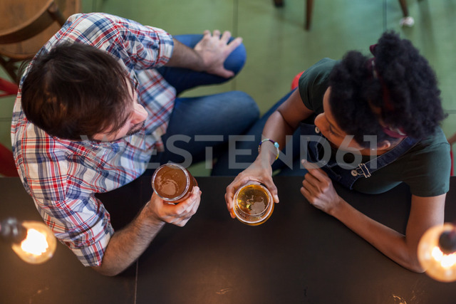 Couple talking and drinking beer in a bar - LFEF00014