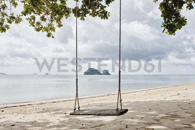 Thailand, Ko Yao Noi, swing on the beach - RORF01079