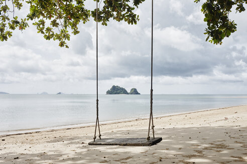 Thailand, Ko Yao Noi, swing on the beach - RORF01079