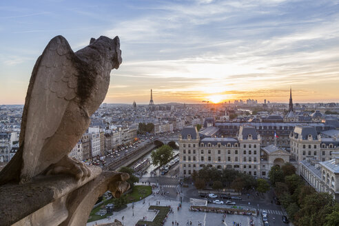France, Paris, View from Notre Dame de Paris, city view at sunset - RPSF00181