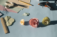 Paper flowers, tinkering - MOMF00375
