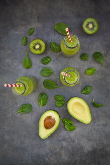 Green detox smoothie with avocado, kiwi and baby spinach - LVF06628