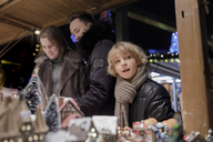 Portrait of boy at Christmas market with his parents - KMKF00147