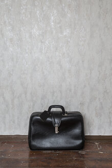 Old-fashioned black travel bag - MELF00194