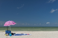USA, Florida, Fort Myers, Sanibel Island, Sanibel, sunshade and beach accessories in front of the sea - SHF01995