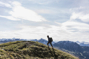 Austria, Tyrol, young man hiking in the mountains - UUF12567