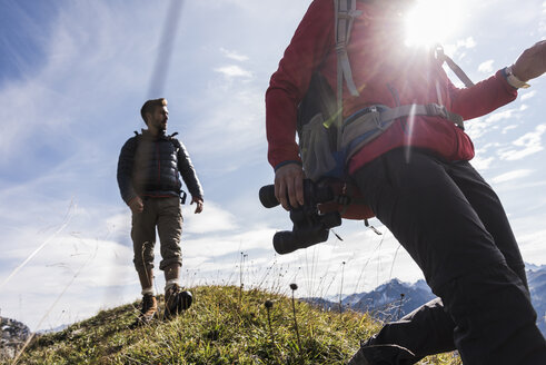 Austria, Tyrol, young couple hiking in the mountains - UUF12579