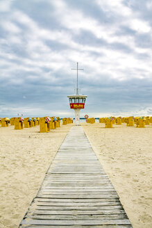 Germany, Schleswig-Holstein, Travemuende, beach, attendant's tower and hooded beach chairs - PU01237