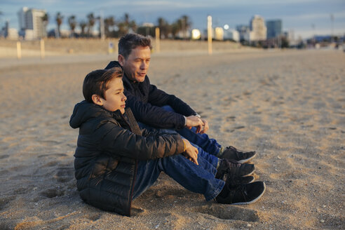 Father and son sitting on the beach - EBSF02017