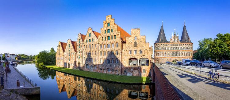 Germany, Schleswig-Holstein, Luebeck, Old town, Holsten Gate - PU01245