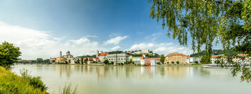 Germany, Bavaria, Passau, Old town and Inn river - PUF01251