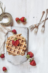 Belgian waffles with strawberries and powdered sugar - SBDF03444