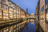 Germany, Hamburg, Bleichenfleet in the evening - KEBF00723