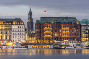 Germany, Hamburg, Jungfernstieg and St. Michaelis Church at Christmas time - KEBF00729