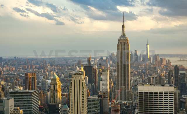 USA, New York, Manhattan, Empire State Building and One World Trade Center in background - DAPF00876