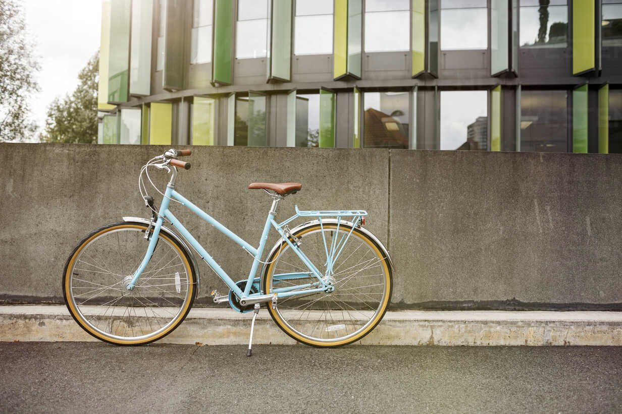 Bicycle at a wall in urban surrounding - PESF00927 - Peter Scholl/Westend61
