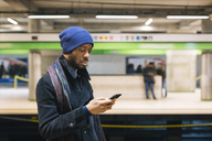 African american man with smartphone - MAUF01295