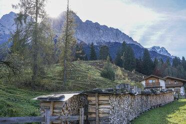Germany, Bavaria, Garmisch-Partenkirchen, Grainau, Wetterstein Mountains and Zugspitze - PVCF01286