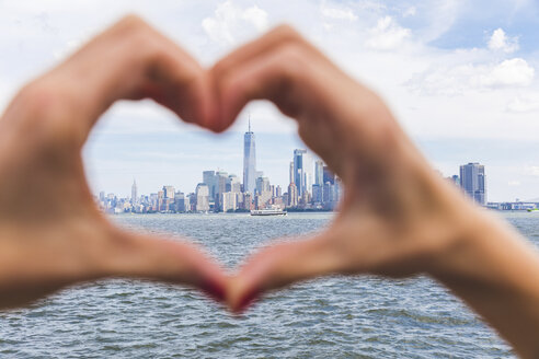 USA, New York, heart-shaped hands in front of Manhattan skyline - WPEF00045