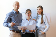 Business people standing in office - VABF01503