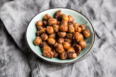 Roasted chickpeas in bowl - SARF03532
