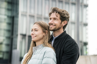 Portrait of smiling couple in the city - PESF00997