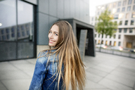 Portrait of happy young woman in the city - PESF01009