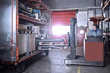 Fork-lift driver loading trailer - CVF00124