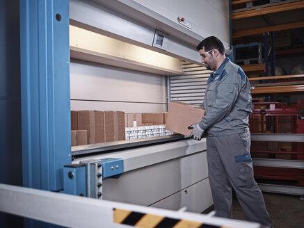 Worker sorting packages - CVF00133