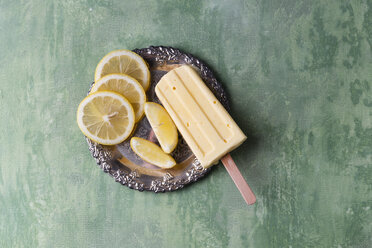 Lemon ice lolly and lemon slices on silver plate - MYF02005