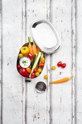 Lunch box with carrot, paprika, cucumber, tomato and chive dip - LVF06675