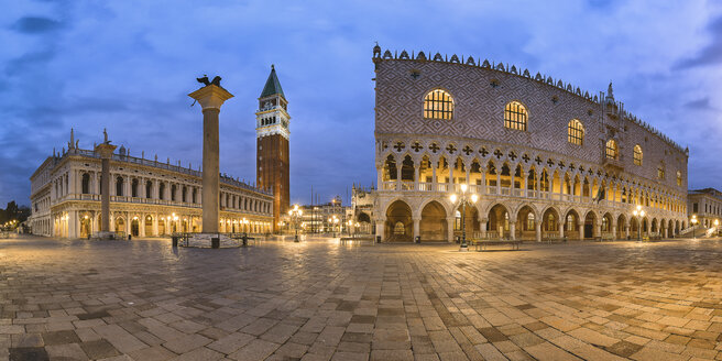 Italy, Veneto, Venice, panoramic view of St Mark's Square, Campanile di San Marco and Doge's Palace, early morning - YRF00198