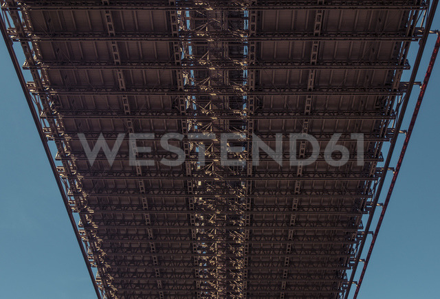 USA, New York City, Brooklyn Bridge from below - SEEF00029