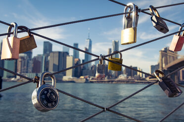 USA, New York City, skyline and love padlocks as seen from Brooklyn Pier - SEE00035
